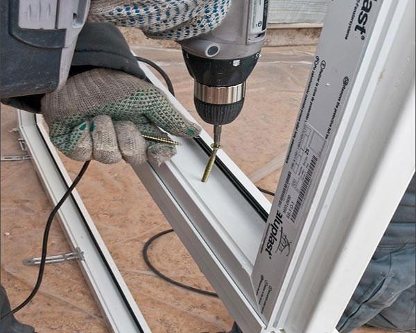 Как установить пластиковую дверь своими руками – инструкция по монтажу и регулировке