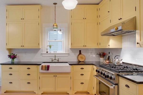 Как сочетать цвета на фартуке и кухонных фасадах