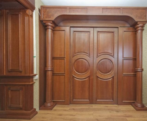 Причины популярности дверей из массива