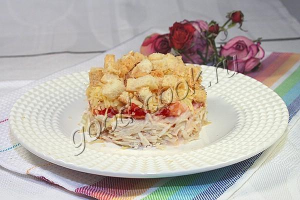 салат с курицей, помидорами и сухариками. Рецепт приготовления