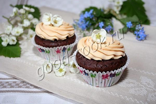 шоколадные капкейки с карамельно-банановой начинкой. Рецепт приготовления