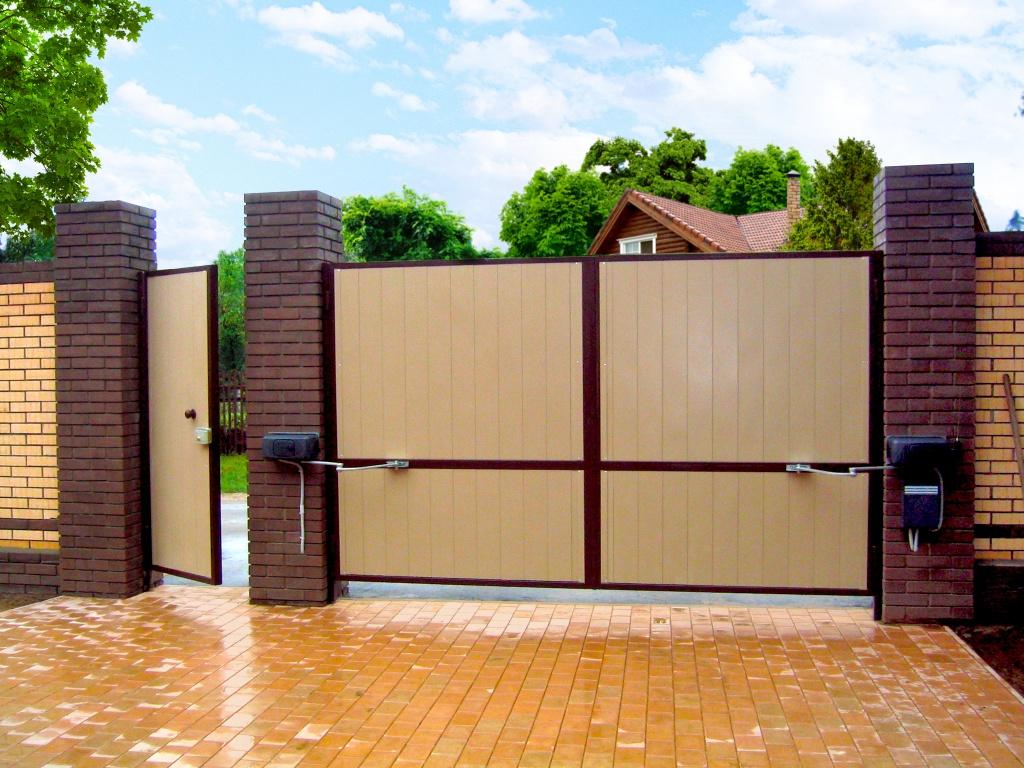Распашные ворота: сущность и назначение