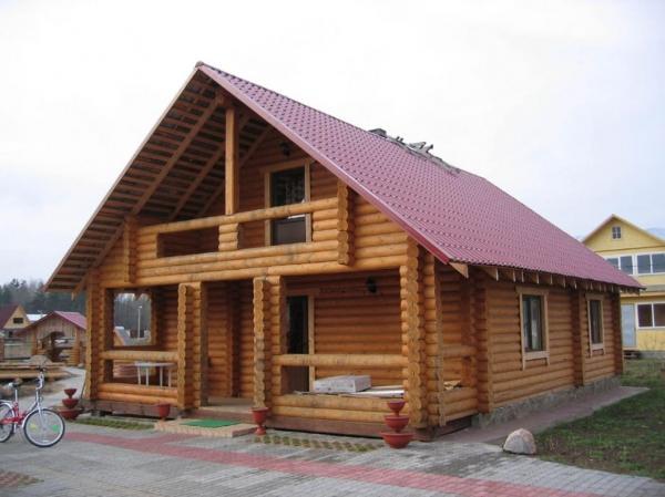 Строительство дома из оцилиндрованного бревна: за и против