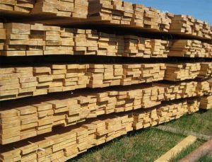 Пиломатериалы из хвойной породы деревьев.