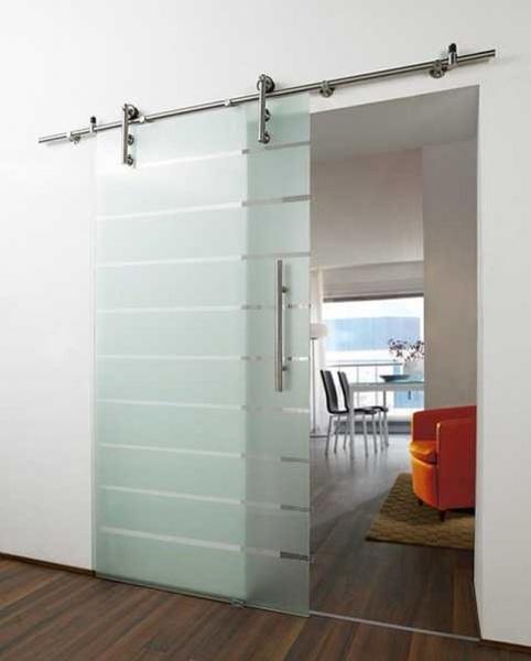 Стеклянные раздвижные двери станут украшением любого интерьера