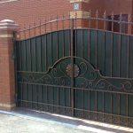 Как выбрать распашные ворота