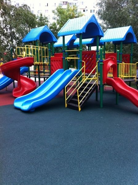 Покрытие для детских площадок из резиновой крошки
