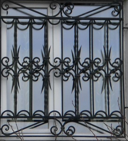Металлические решетки создадут определенный стиль вашего дома