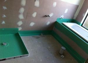 Как сделать гидроизоляцию пола в ванной комнате: необходимые материалы и инструкция