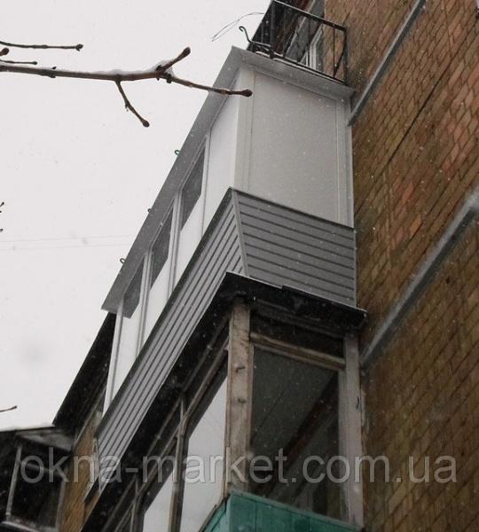 Как экономно и высокоэффективно застеклить балкон с выносом?