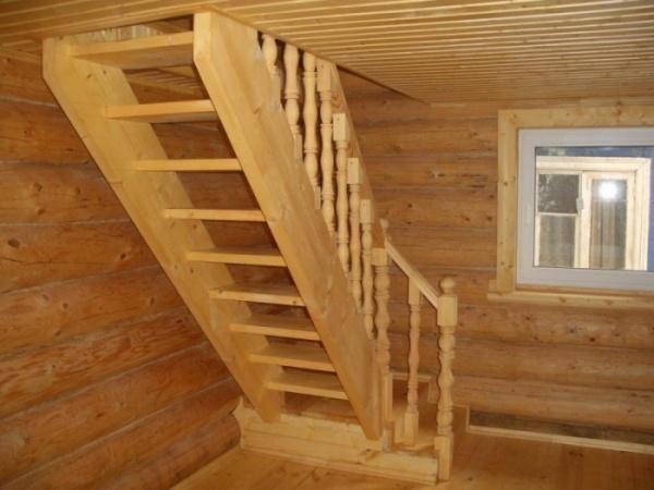 Деревянные лестницы для загородного дома СПб